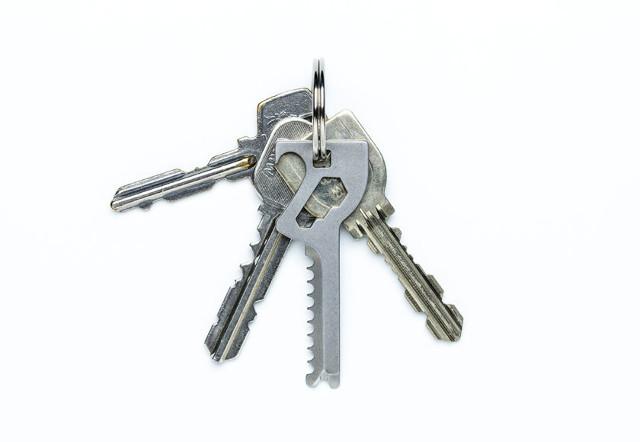 携帯型のマルチツール「Key-Quest」とは?キーケースやキーホルダーに収まる鍵型の便利ツール